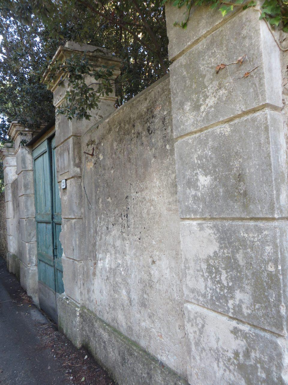 In Via Romana, nella Frazione Latte.