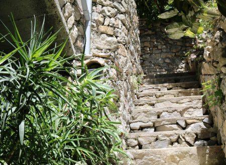 Airole (IM): scalinata in un vicolo