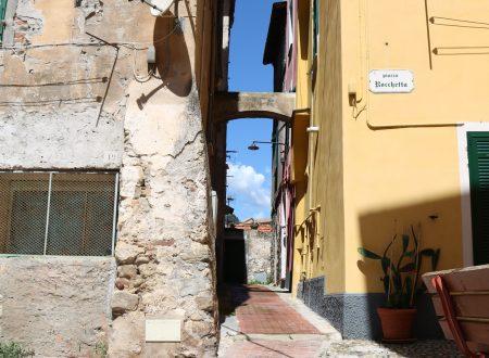 Ventimiglia (IM): Piazza Rocchetta