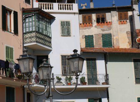 Dolceacqua (IM): Piazza Giuseppe Garibaldi