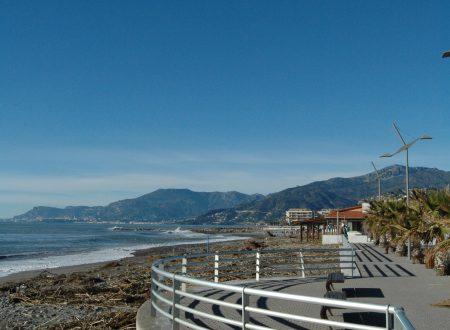 Vallecrosia (IM): un tratto di passeggiata a mare